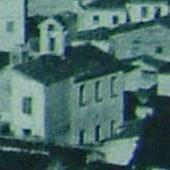 L'ingrandimento del particolare mostra l'ala settentrionale del complesso conventuale dipinta da Biasi