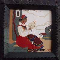 Una filatrice desulese in una maiolica dipinta da Antonio Pintus
